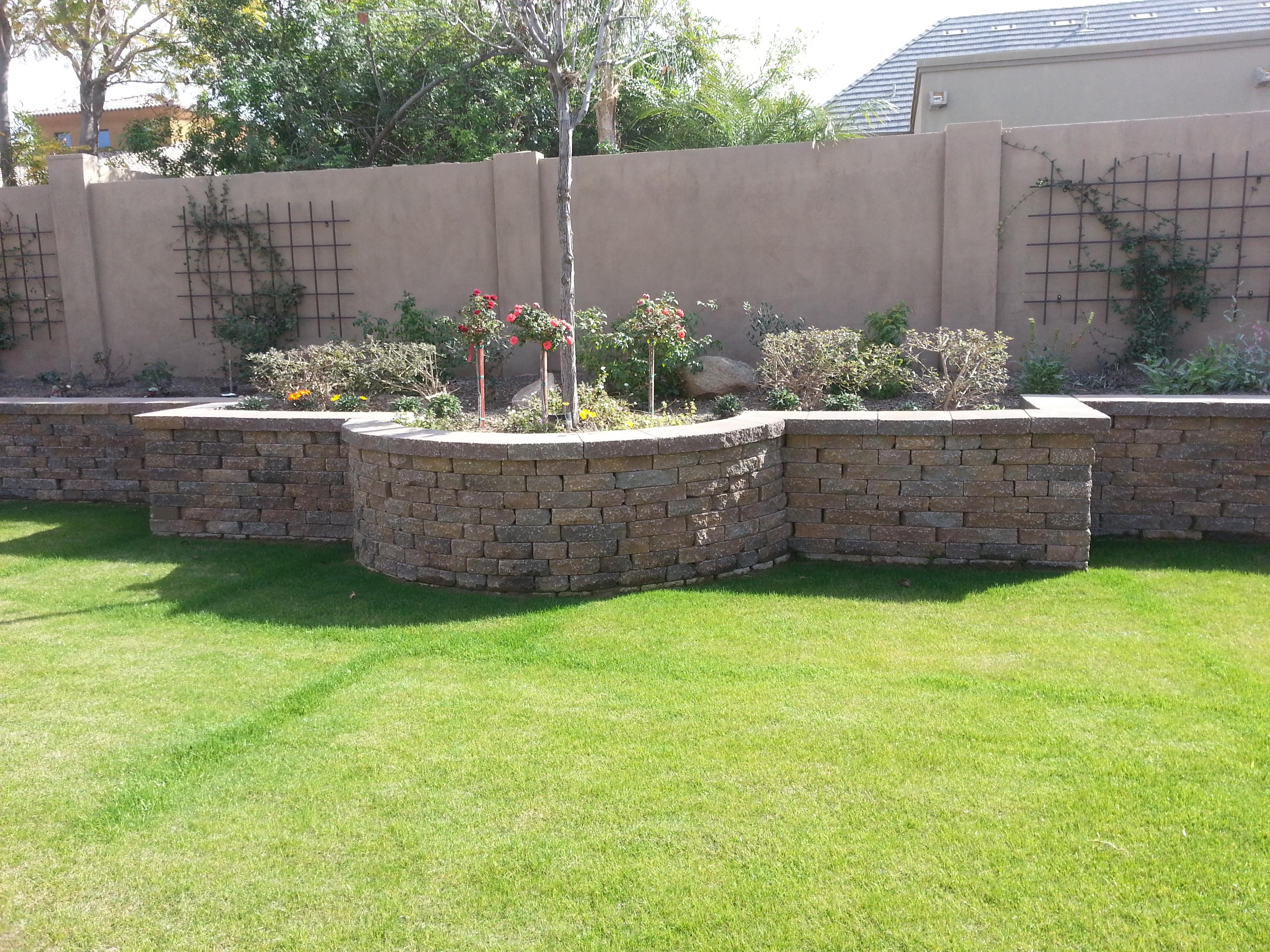 Walls e l m landscaping design inc for Landscaping rock queen creek az